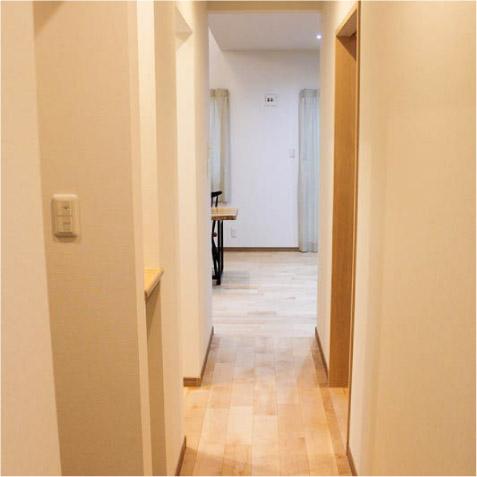 リビングへの廊下がもったいないが、リビングが奥なので仕方なく…! ※トイレをリビングから離すのも大事(音の問題)!