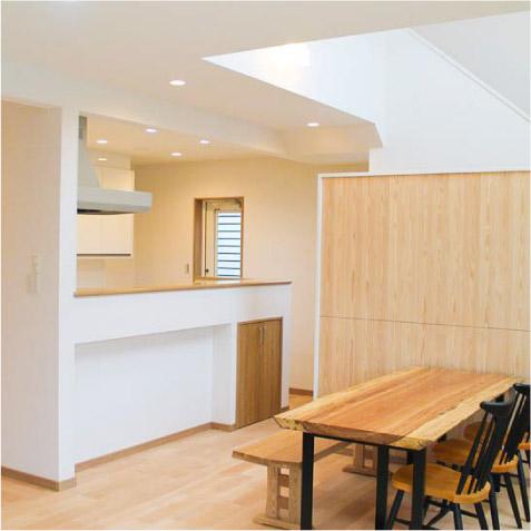 次は開放的な対面キッチン。