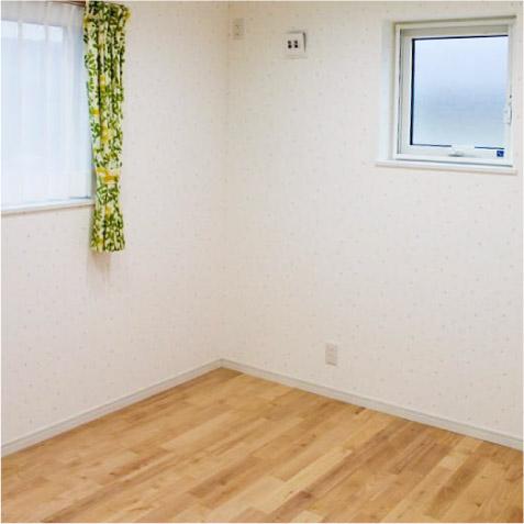 長女の部屋です。壁紙は可愛く。床はサクラのピンク!